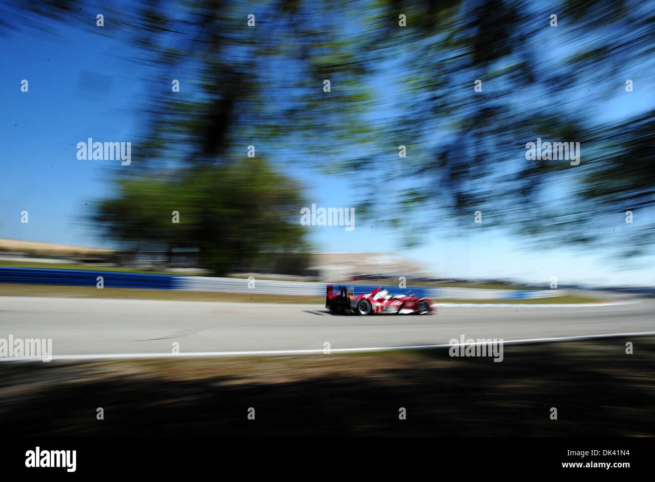 17. März 2011 - treibt Sebring, Florida, USA - Audi Sport-Fahrer TIMO BERNHARD, von Deutschland, der R15 Plus während des Trainings für die 12 Stunden von Sebringin Sebring, Florida. (Kredit-Bild: © Rainier Ehrhardt/ZUMApress.com) Stockbild
