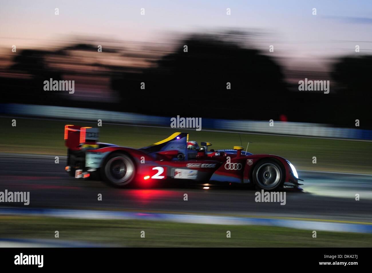 18. März 2011 - Laufwerke Sebring, Florida, USA - Audi Sport-Fahrer TOM KRISTENSEN aus Dänemark, der R15 Plus während der Nacht Praxis für die 12 Stunden von Sebring. (Kredit-Bild: © Rainier Ehrhardt/ZUMA Press/Rainier Ehrhardt) Stockbild