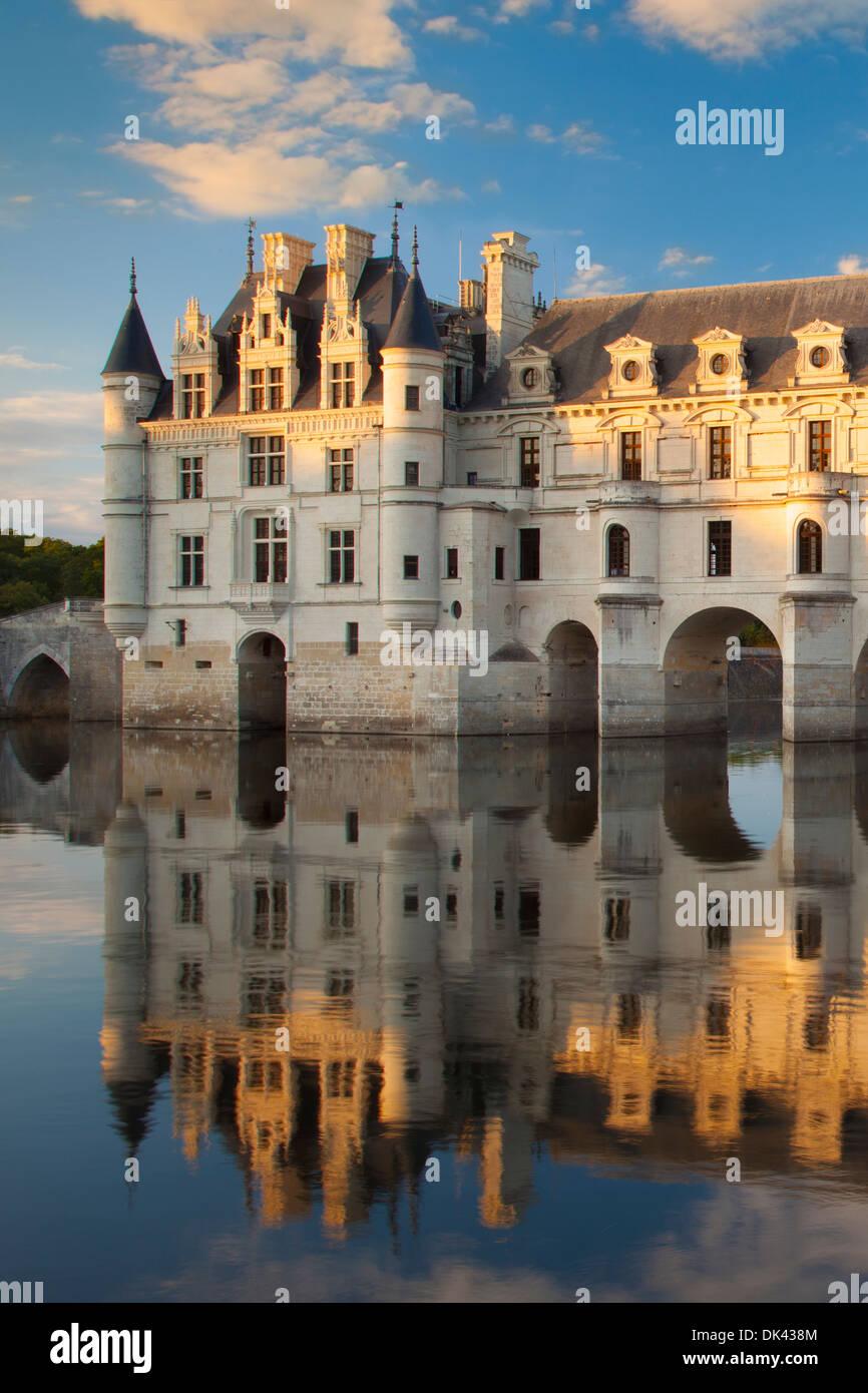 Abendsonne auf Chateau de Chenonceau und Fluss Cher, Indre-et-Loire, Frankreich Stockfoto