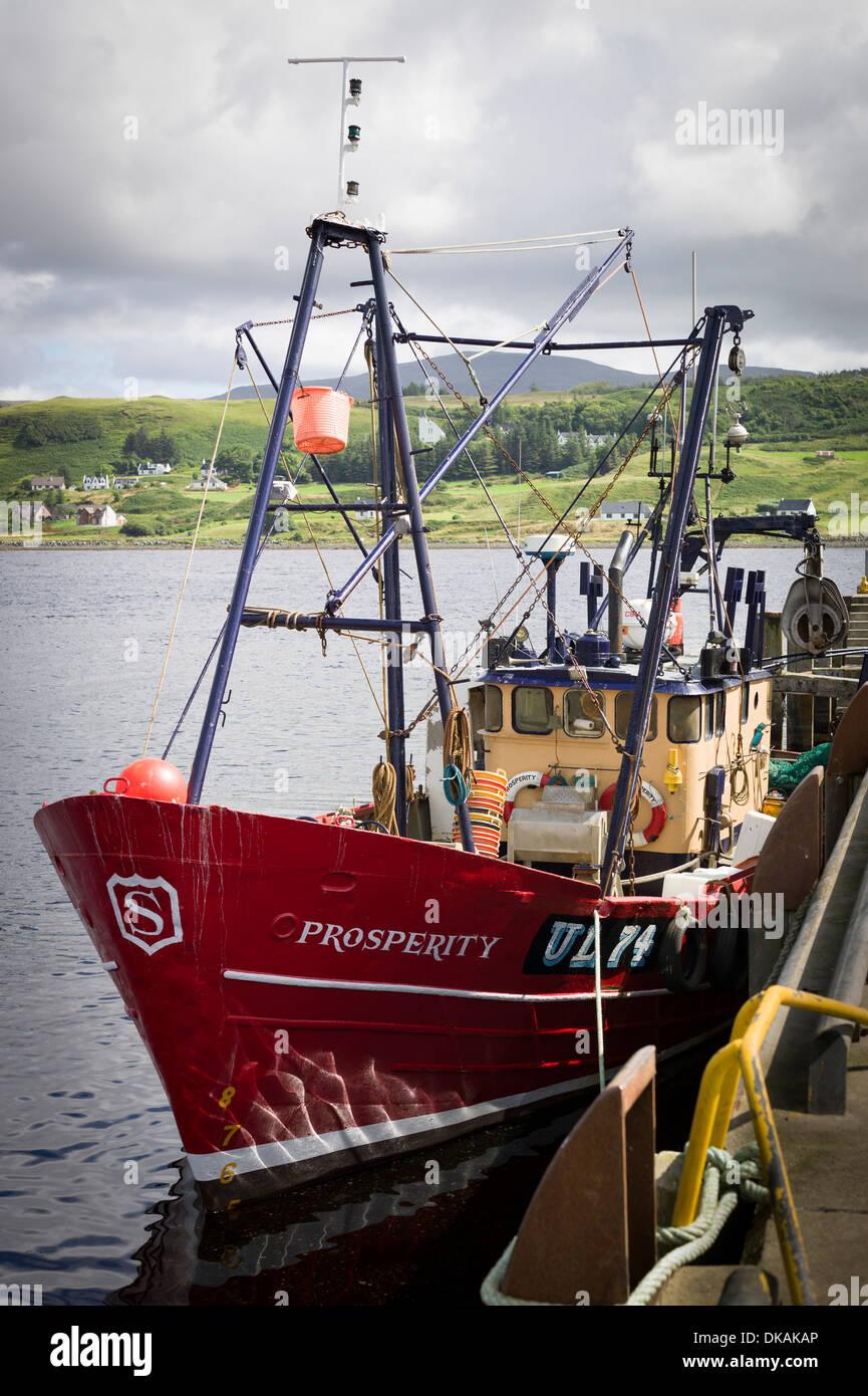 Wohlstand eines Fischerbootes festgemacht in Uig Scotland UK Stockbild