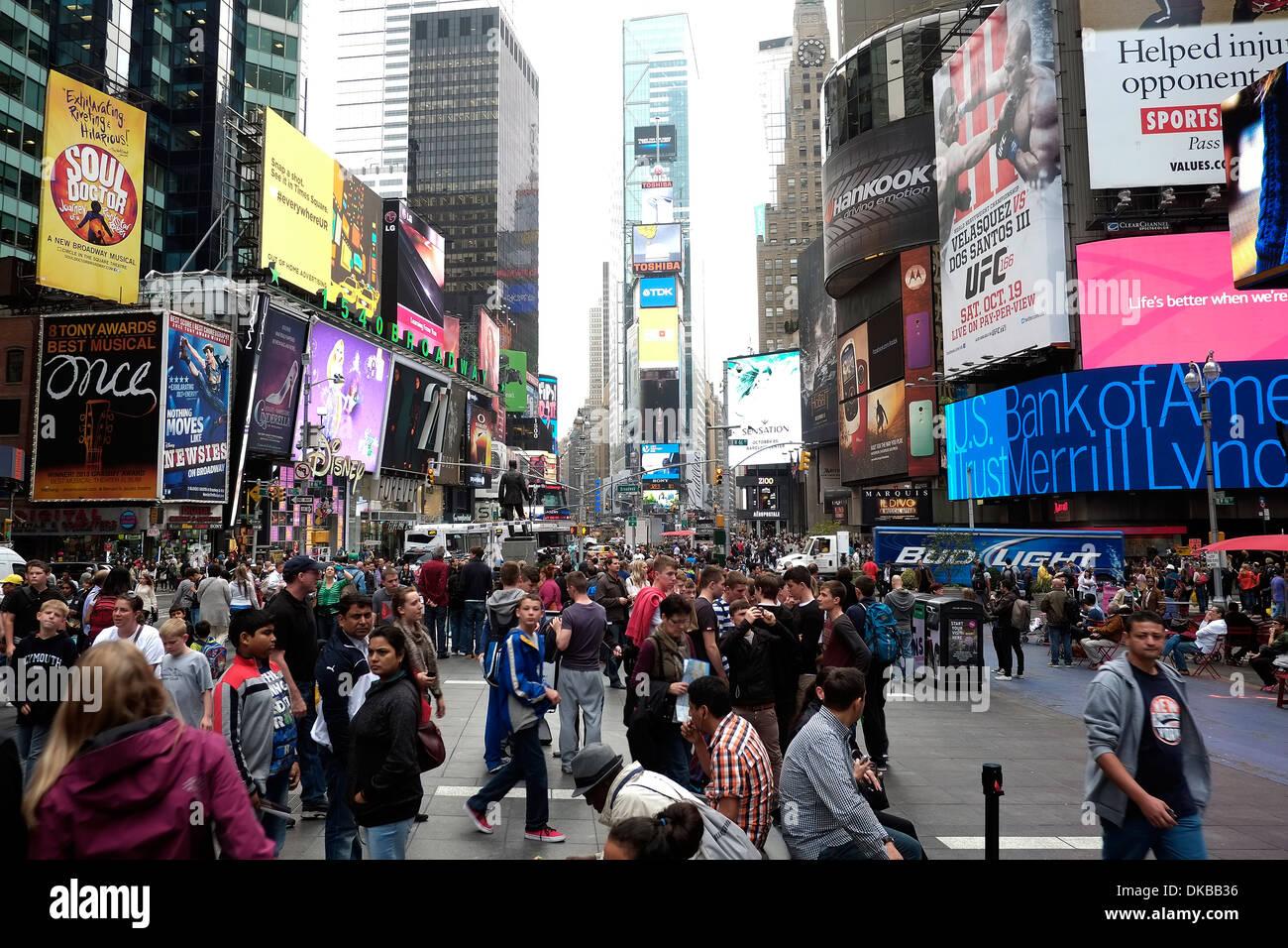Gesamtansicht der Times Square in New York Blick nach Norden von der 42nd Street. Stockbild