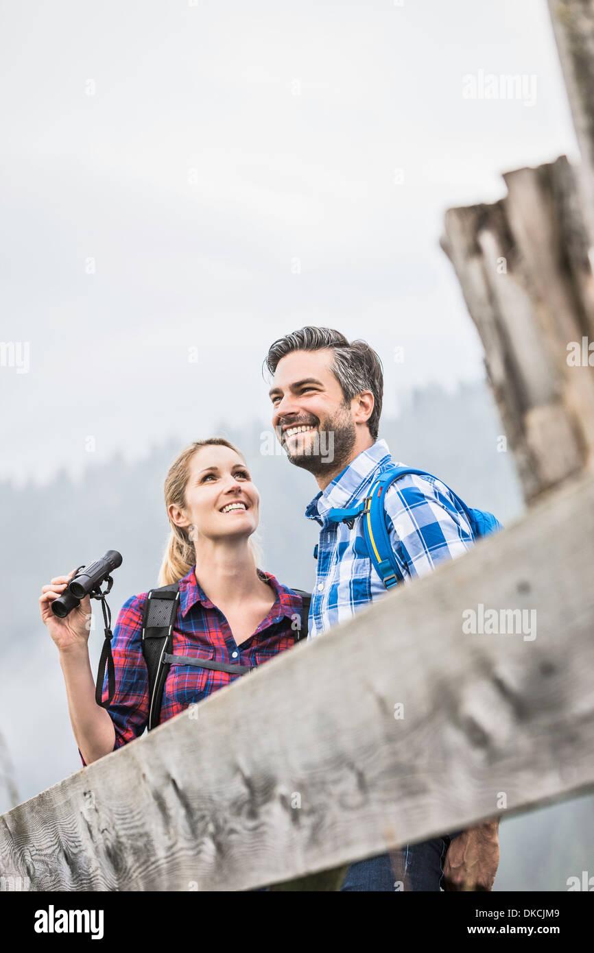 Paar genießt die Sehenswürdigkeiten Stockbild