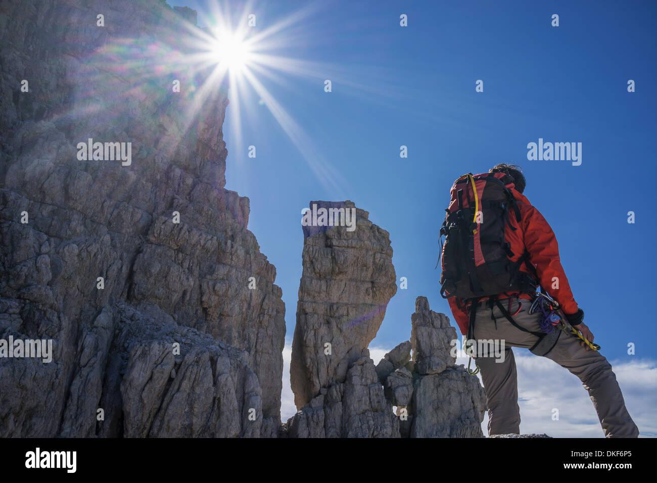 Kletterer Blick auf Felswände, Brenta-Dolomiten, Italien Stockbild