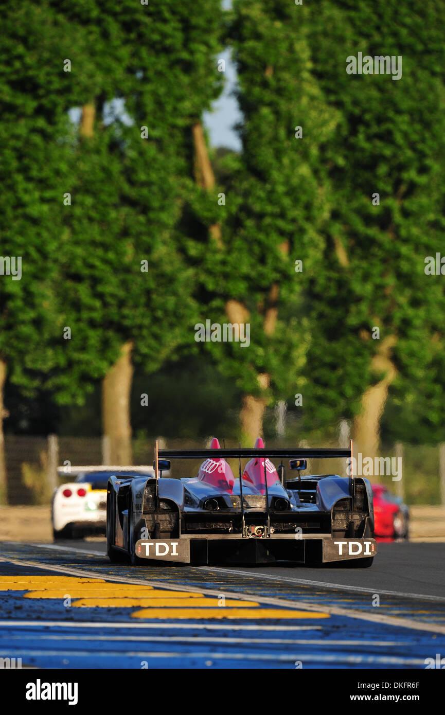 13. Juni 2009 - Mans Le, Frankreich - #2 Audi Sport R15 während der 24 Stunden von Le Mans, Samstag, 13. Juni 2009, in Le Mans, Frankreich. (Kredit-Bild: © Rainier Ehrhardt/ZUMAPRESS.com) Stockbild