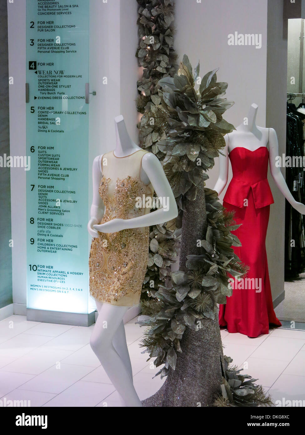 Saks Fifth Avenue Flagship-Store Interieur, NYC Stockfoto ...