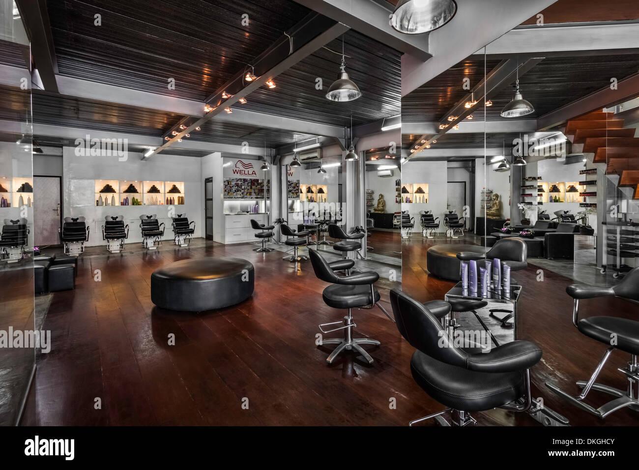 friseur salon interior st hle spiegel sch nheit boden holz. Black Bedroom Furniture Sets. Home Design Ideas