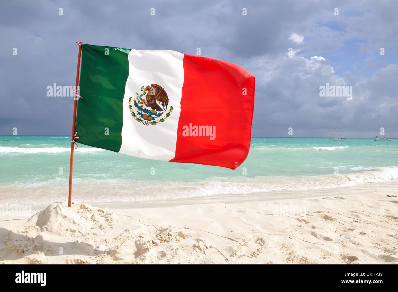 Mexico Flag Stockfotos   Mexico Flag Bilder Alamy bfeebfdf371