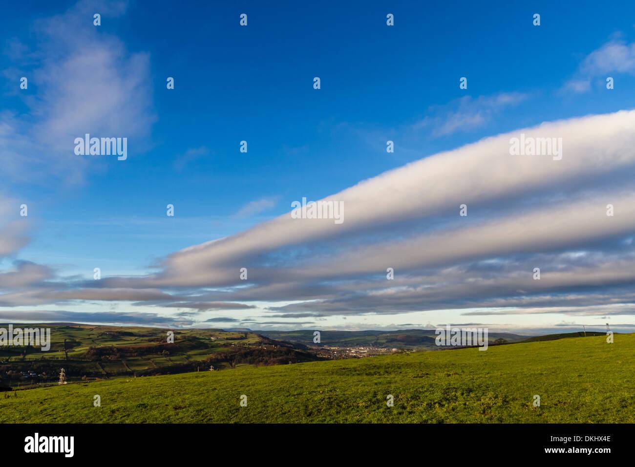 Keighley cloudscape aus dem ländlichen Moors, Yorkshire, Großbritannien Stockbild