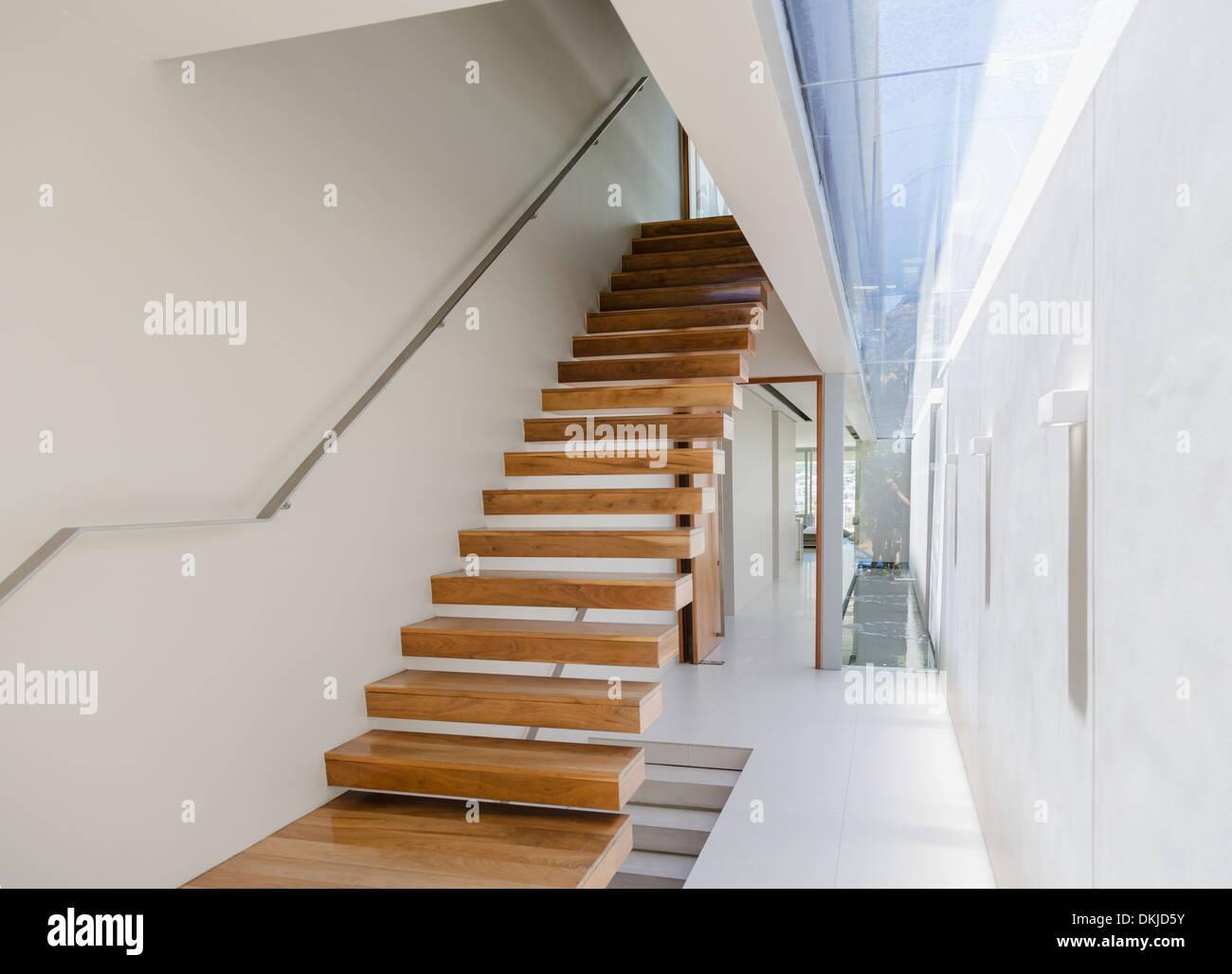 Entzückend Schwebende Treppe Dekoration Von Und Flur In Modernen