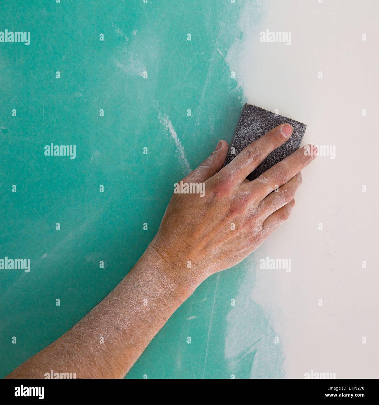 Mann Hand Schleifen Der Plaste Im Trockenbau Naht Gipskartonplatten