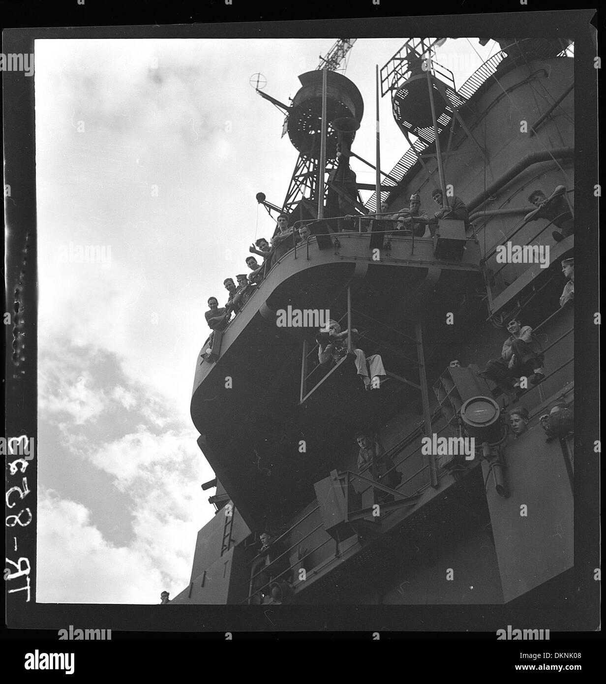 CDR E.J. am Rahmen unter Flight Deck Bekämpfung fotografieren mit k ...