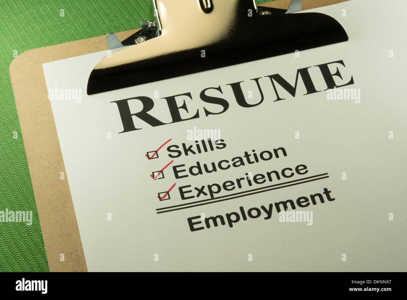 Erfolgreiche Bewerber Lebenslauf erfordert Fähigkeiten, Ausbildung und Erfahrung, um Beschäftigung zu finden Stockbild