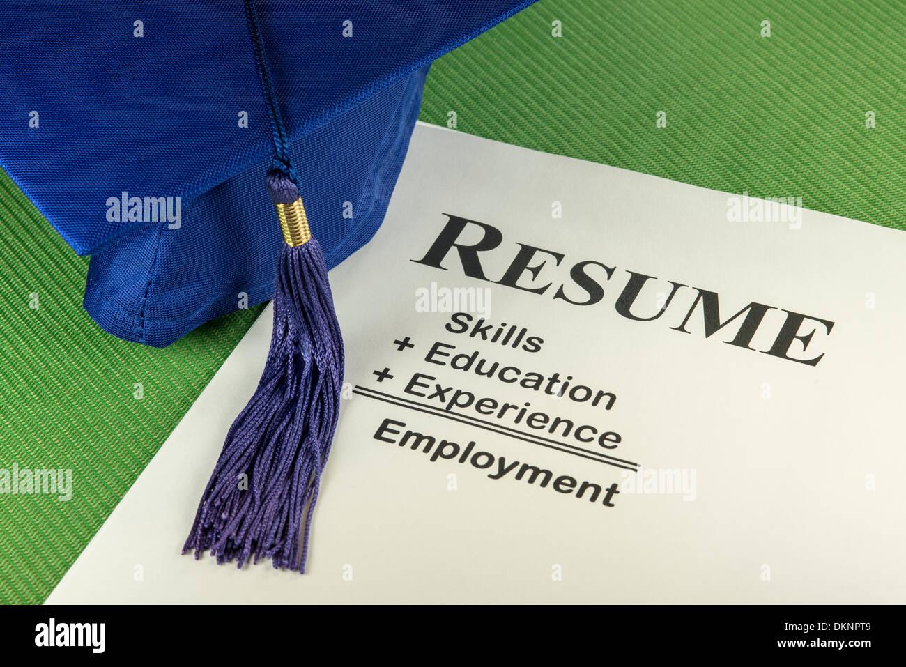 Erfolgreiche Bewerber Lebenslauf: Fähigkeiten + Ausbildung + Erfahrung = Beschäftigung Stockbild