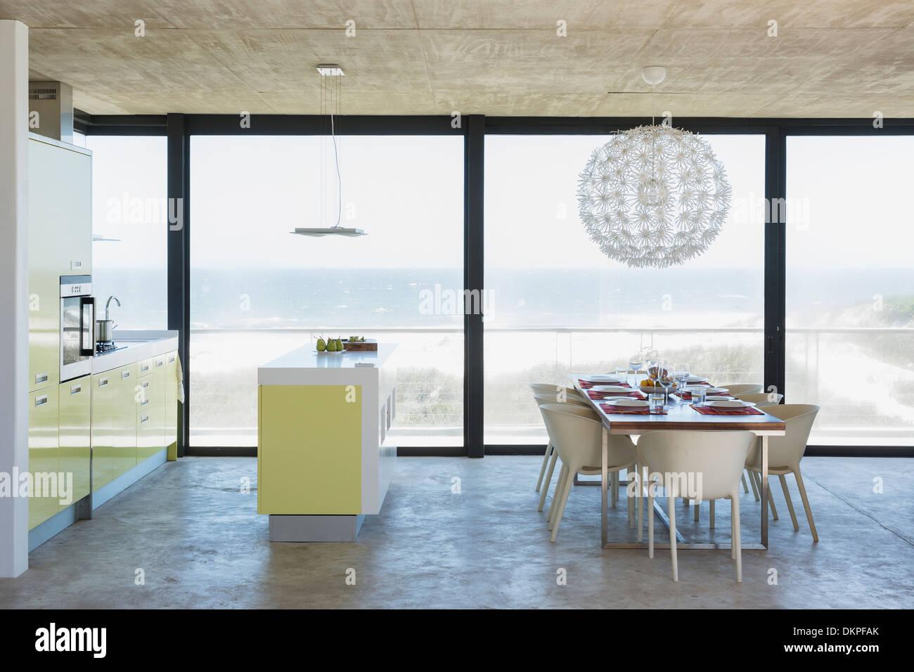 Moderne Esszimmer Und Küche Mit Blick Auf Meer