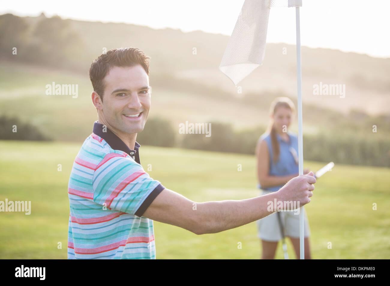 Paar am Golfplatz Stockbild