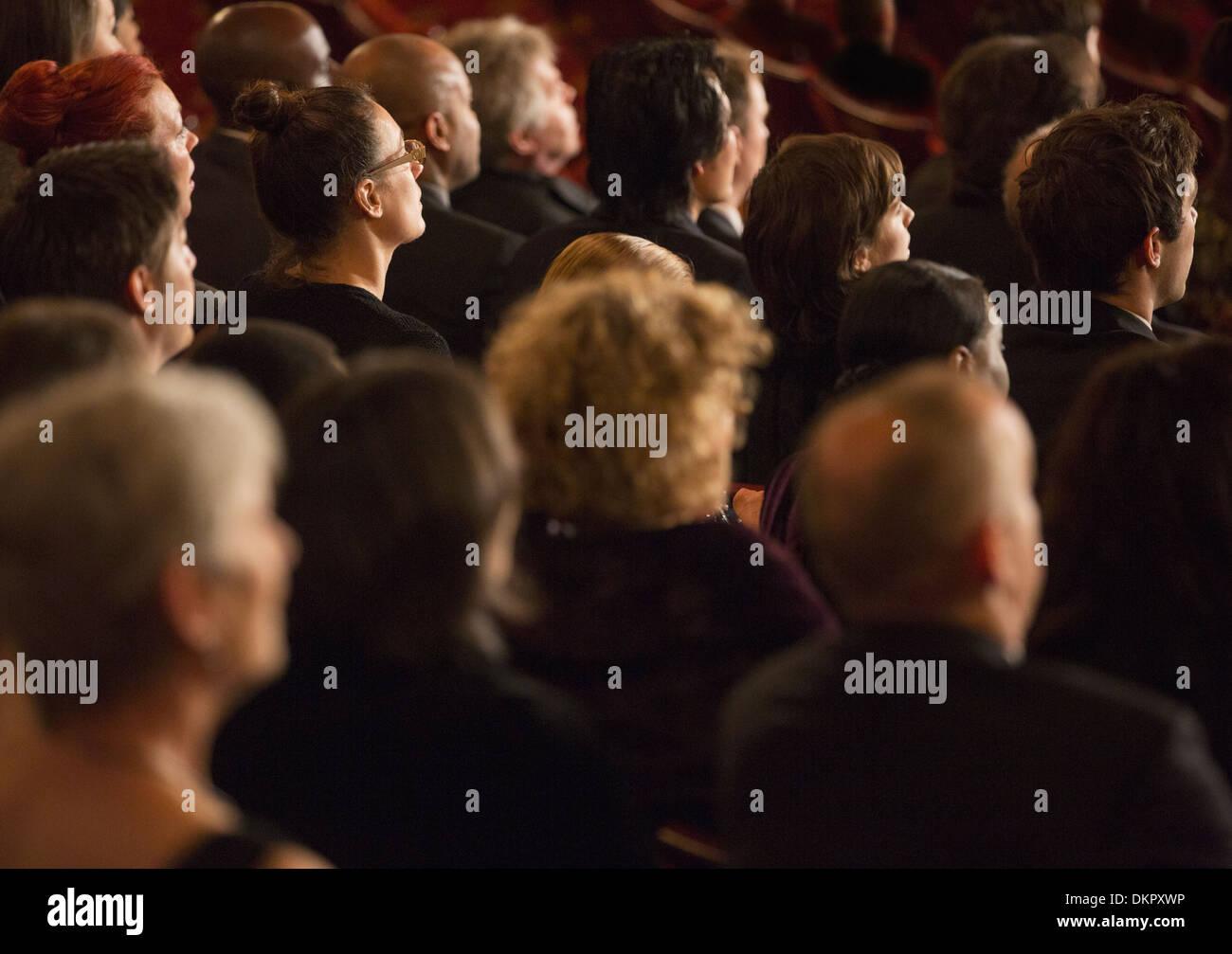 Aufmerksame Theater-Publikum Stockbild