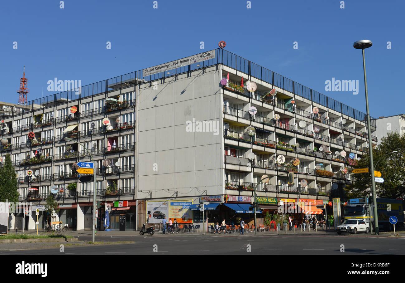 Wohnhaus, Kunstaktion ´Von Innen Nach Aussen´ Daniel Knipping, Pallasstraße, Schöneberg, Berlin, Deutschland / Schöneberg Stockbild