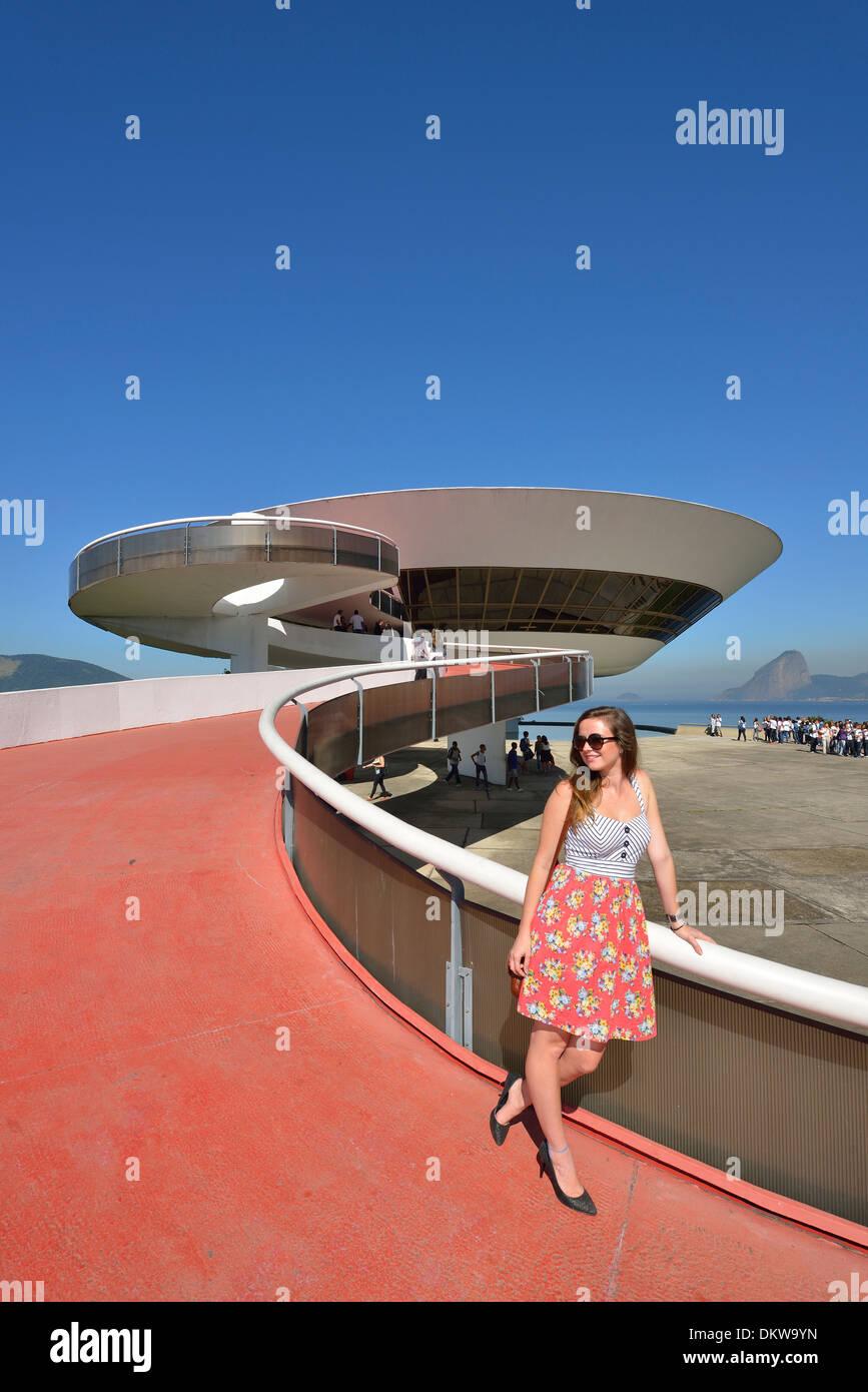 Südamerika Lateinamerika Brasilien Rio Rio de Janeiro Stadt Rio MAC Niteroi Oscar Niemeyer Baia de Guanabara Beton Stockbild