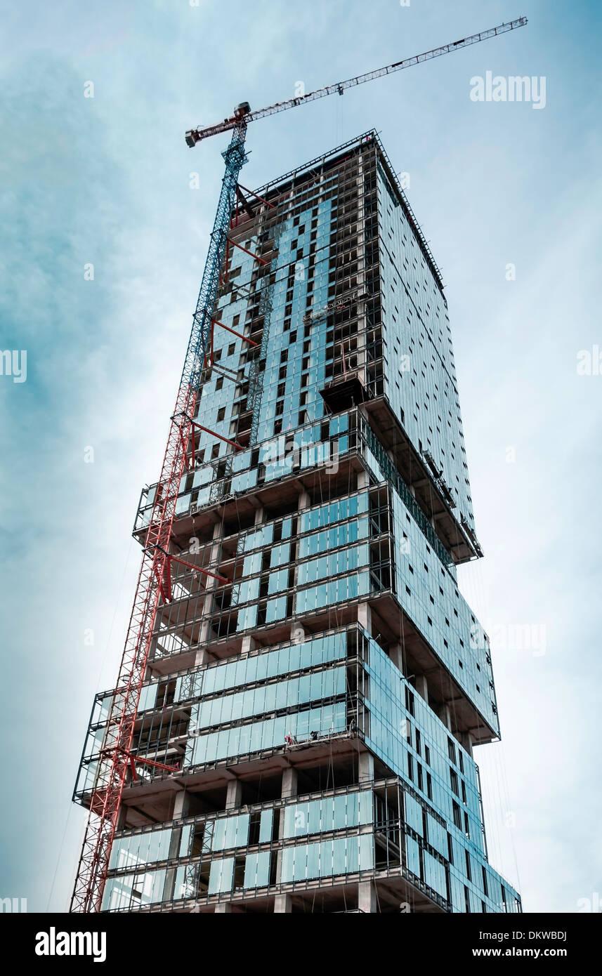 Wolkenkratzer und Baustelle Stockbild
