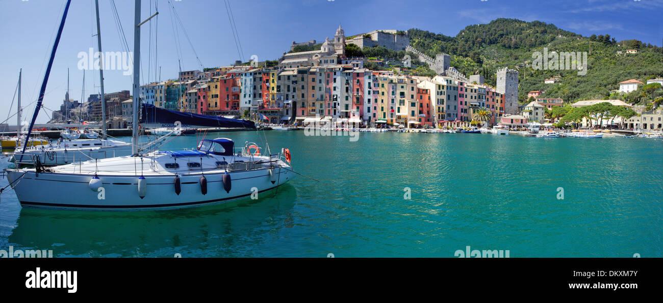 Europa, Dorf, Meer, Portovenere, Boote, Italien, UNESCO, Welterbe, Küste, Cinqueterre, Mittelmeer, Meer, Panorama Stockbild