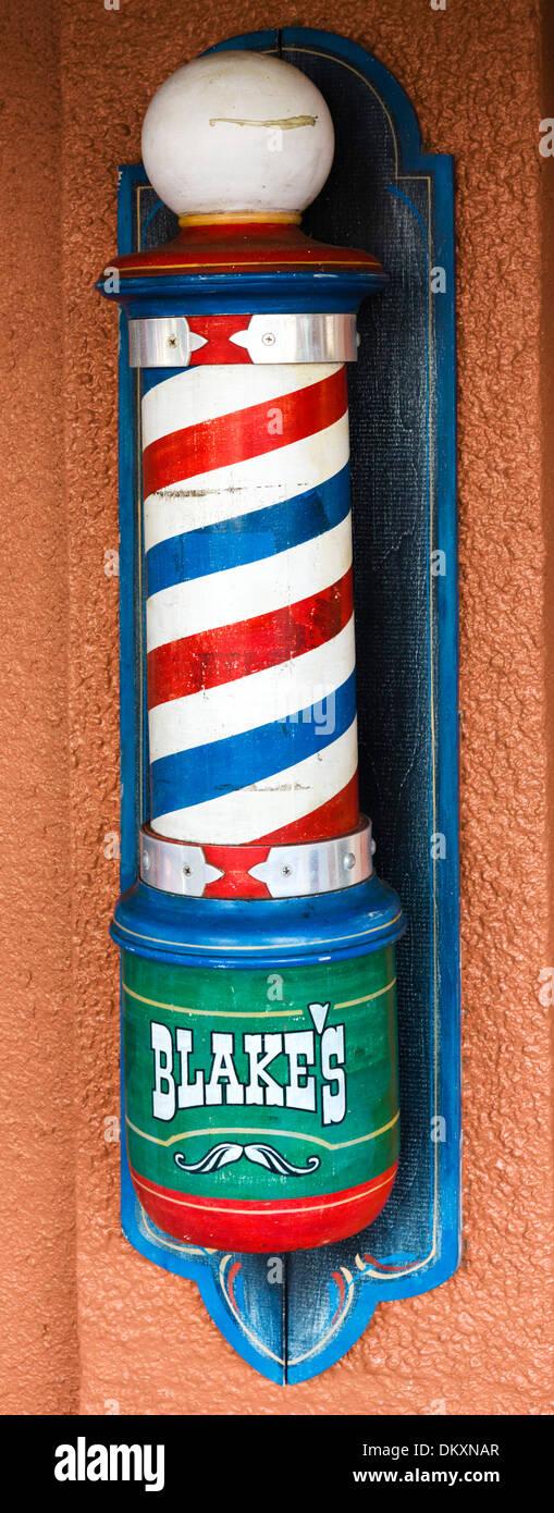 Altmodische Barbers Pol außerhalb einen Friseurladen auf First Street im historischen Stadtzentrum von Fort Myers, Florida, USA Stockbild