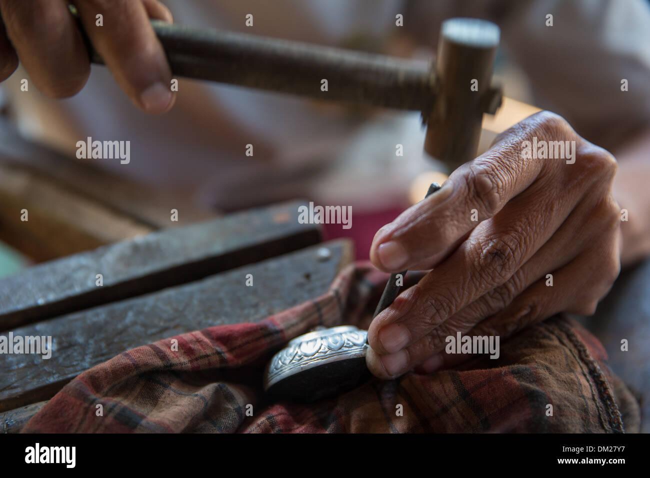 Silber Metallarbeiter, Inle-See, Myanmar (Burma) Stockbild