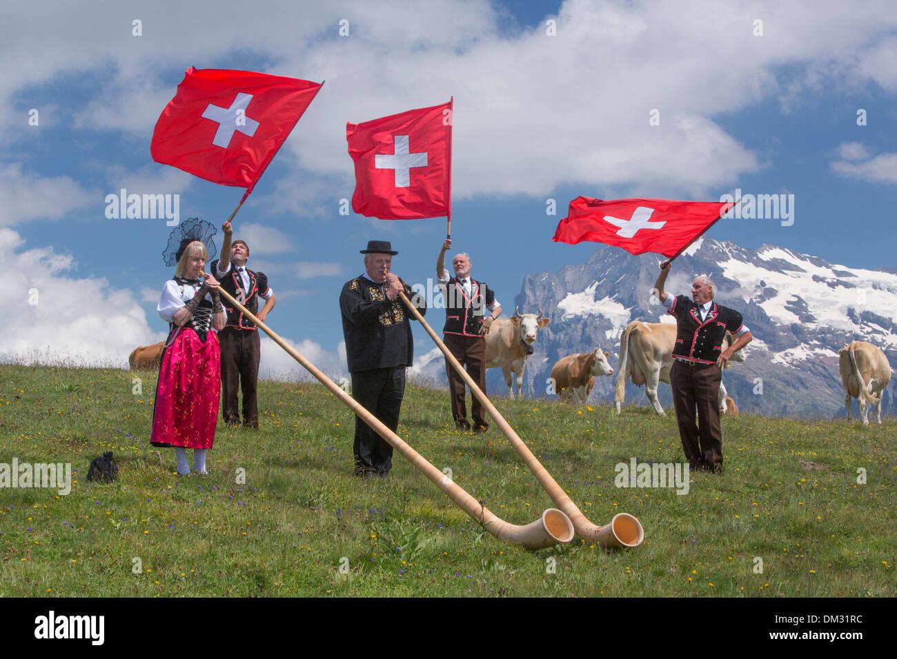 Schweiz Europa Alphorn Fahne Flagge werfen schwingen ...
