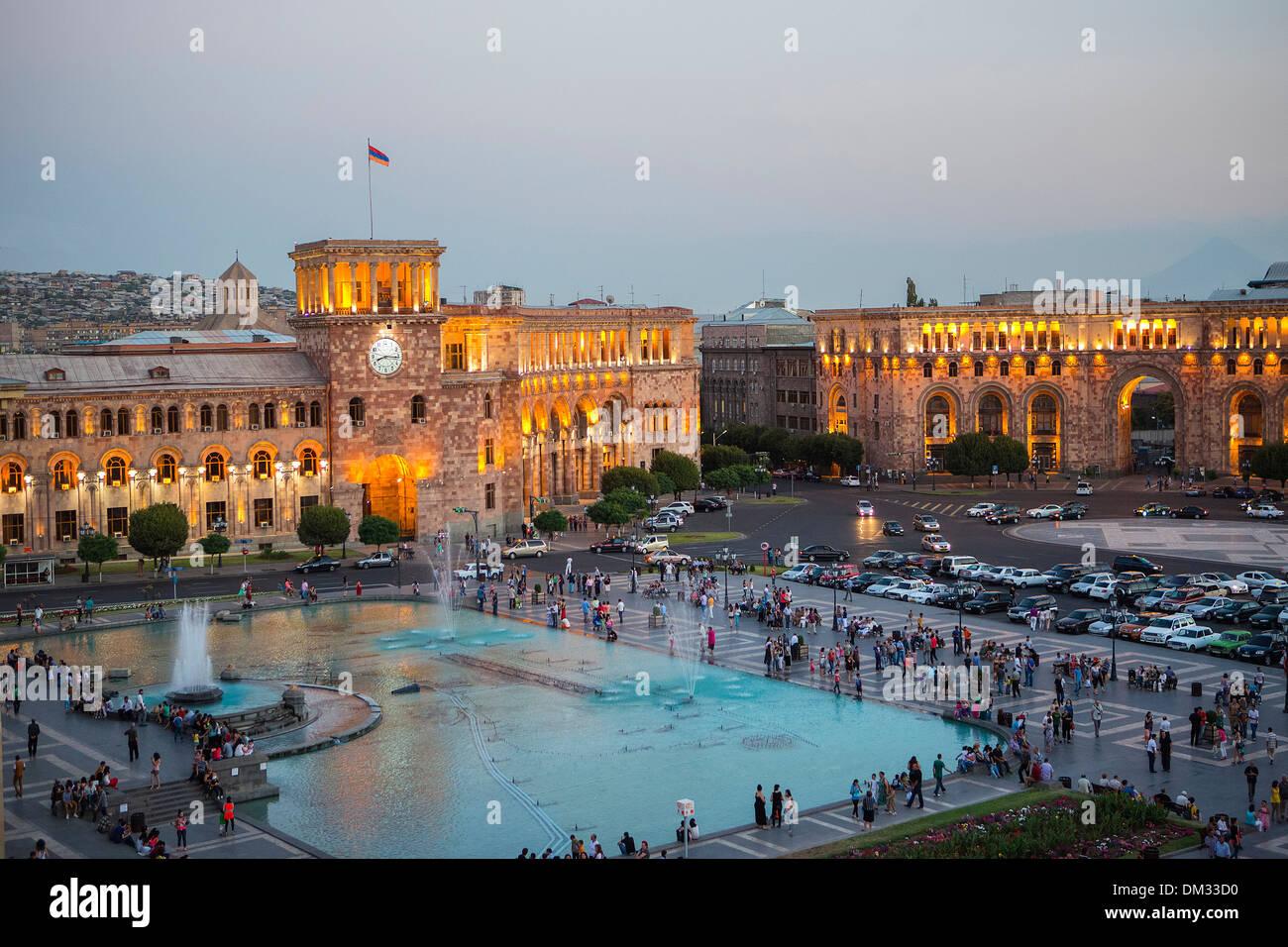 Armenien Suden Kaukasus Kaukasus Eurasia Geschichte Uhr Republik Eriwan Architektur Stadt Zentrum Von Beruhmten Brunnen Bauen Stockfotografie Alamy