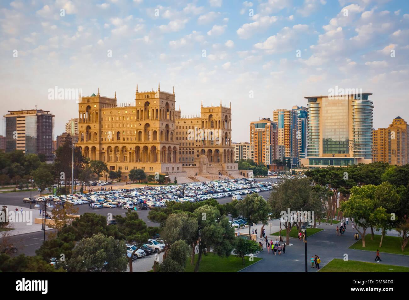 Aserbaidschan Kaukasus Eurasia Baku Regierung Verwaltung Architektur Avenue City Innenstadt Haus Park Skyline Sonnenuntergang Reisen Stockbild