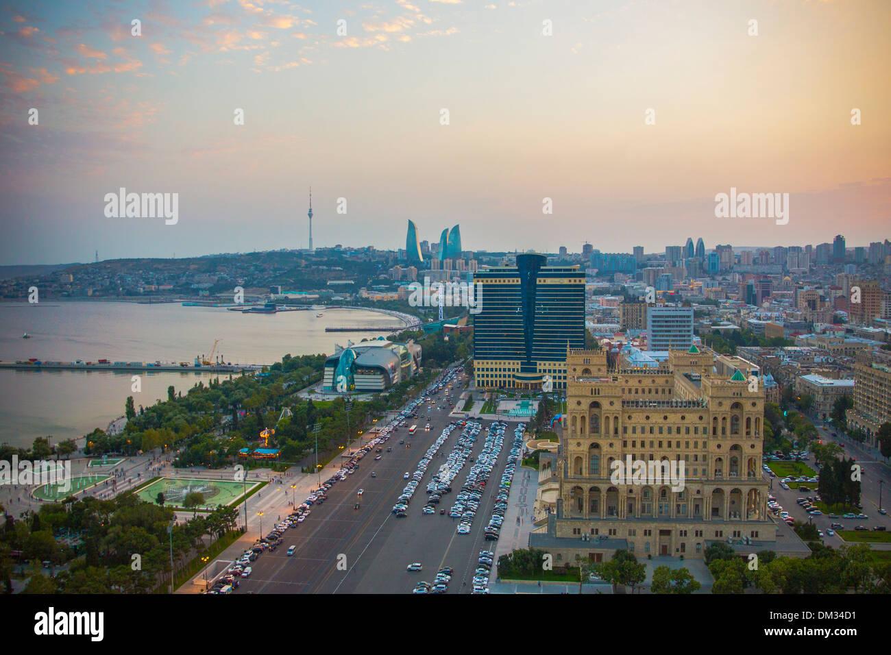 Aserbaidschan Kaukasus Eurasia Baku Regierung Antenne Architektur Avenue Bucht Autos Stadt Innenstadt Brunnen Skyline Stockbild