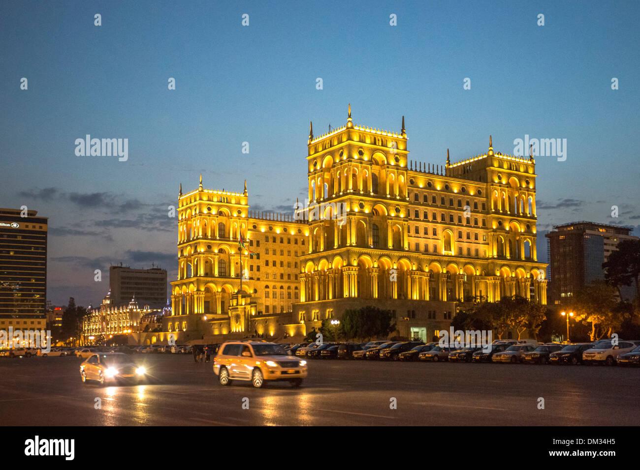 Aserbaidschan Kaukasus Eurasia Baku Regierung Verwaltung Architektur Avenue City Innenstadt Haus Reisen beleuchtet Lichter Stockbild