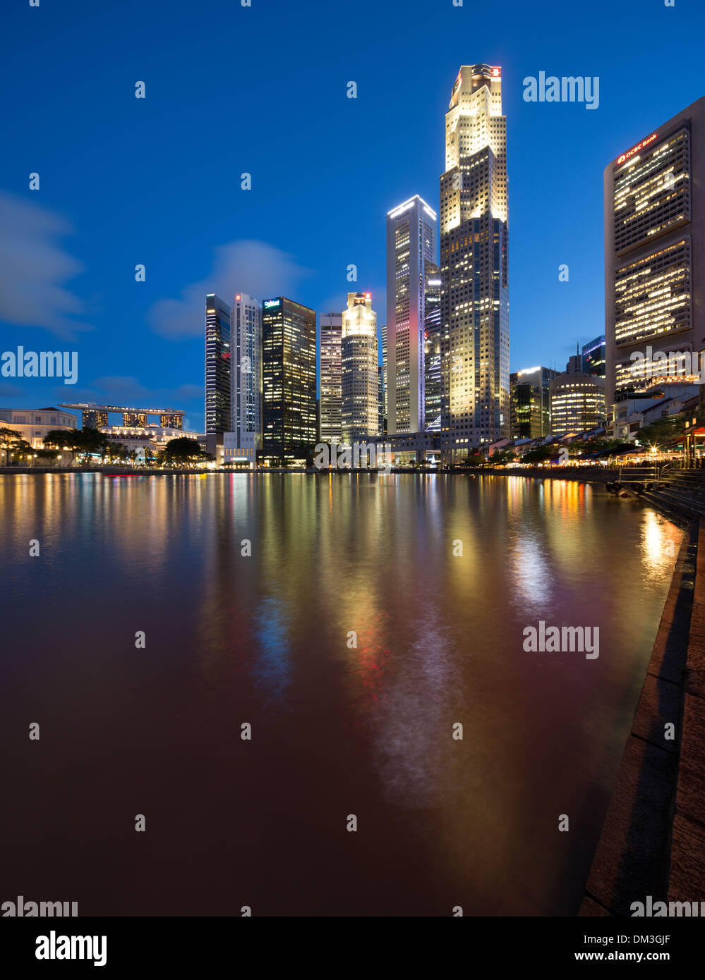 der Central Business District bei Nacht von Boat Quay, Singapur Stockbild