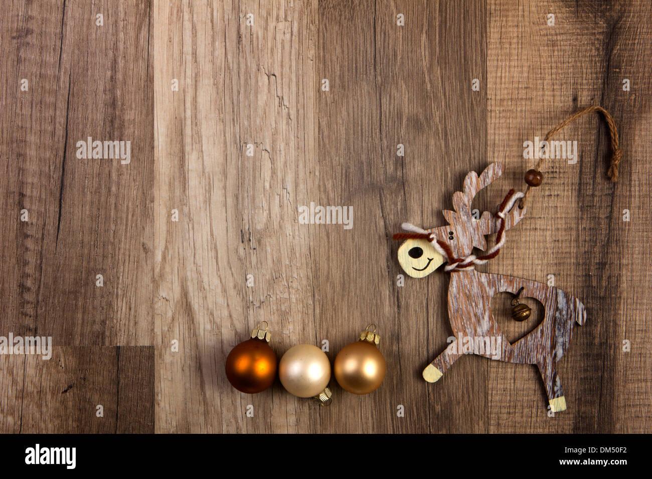 Dm Christbaumkugeln.Christbaumkugeln Braun Elch Auf Hölzernen Hintergrund Stockfoto