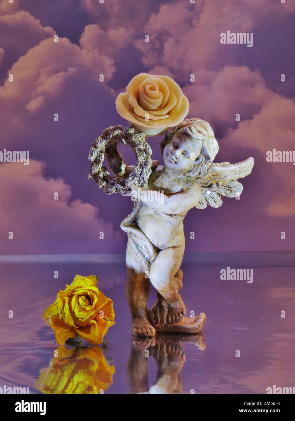 Engel, Konzepte, Kind, stehend, Flügel, Blumen, Himmel, Wolken, Stimmung, Trauer, angeordnet, Skulptur, Stein Stockbild