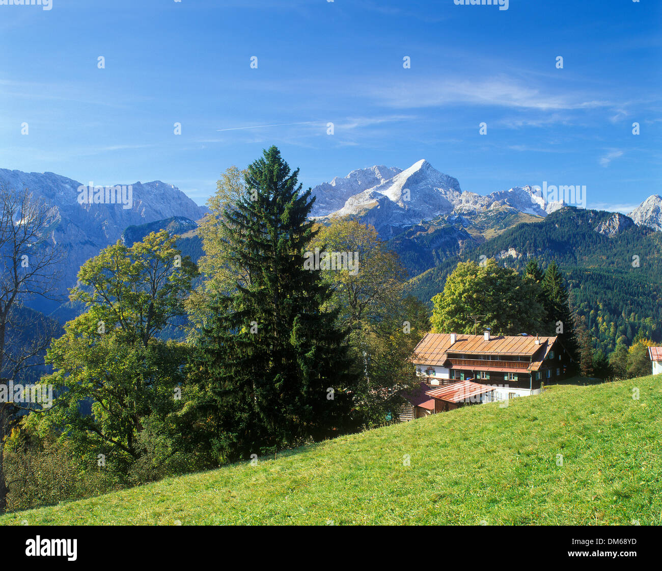 Pension Gasthof Eckbauer vor Alpspitze Berg, Wettersteingebirge, Upper Bavaria, Bavaria, Germany Stockbild
