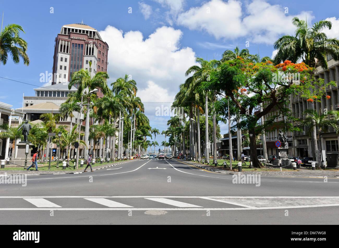 Typische Verkehr auf der Place d'Armes, einer von Port Louis an stark befahrenen Straßen, Port Louis, Mauritius. Stockbild