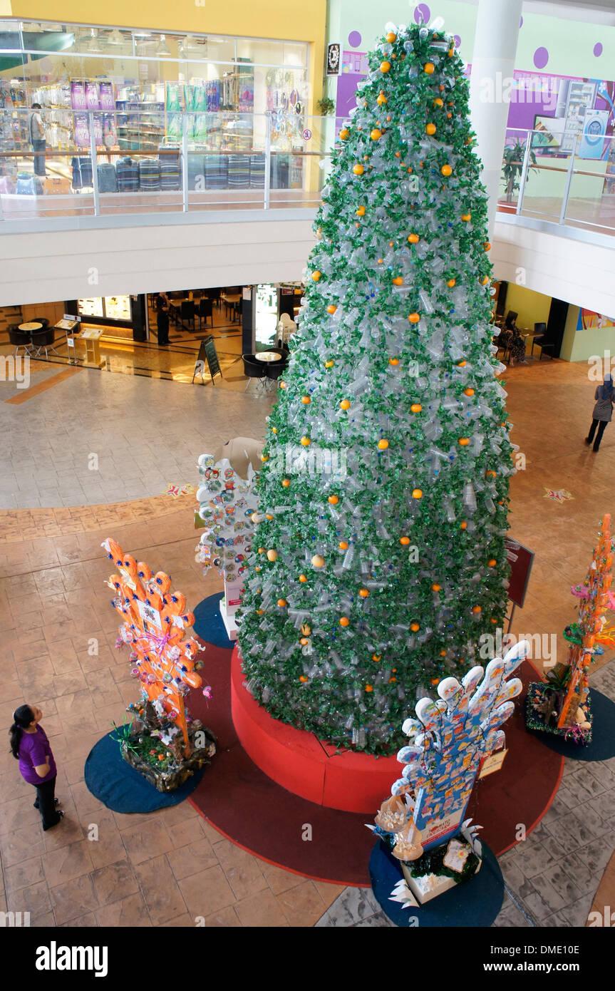 Weihnachtsbaum Kunstoff.Weihnachtsbaum Hergestellt Aus Recycling Kunststoff Flaschen