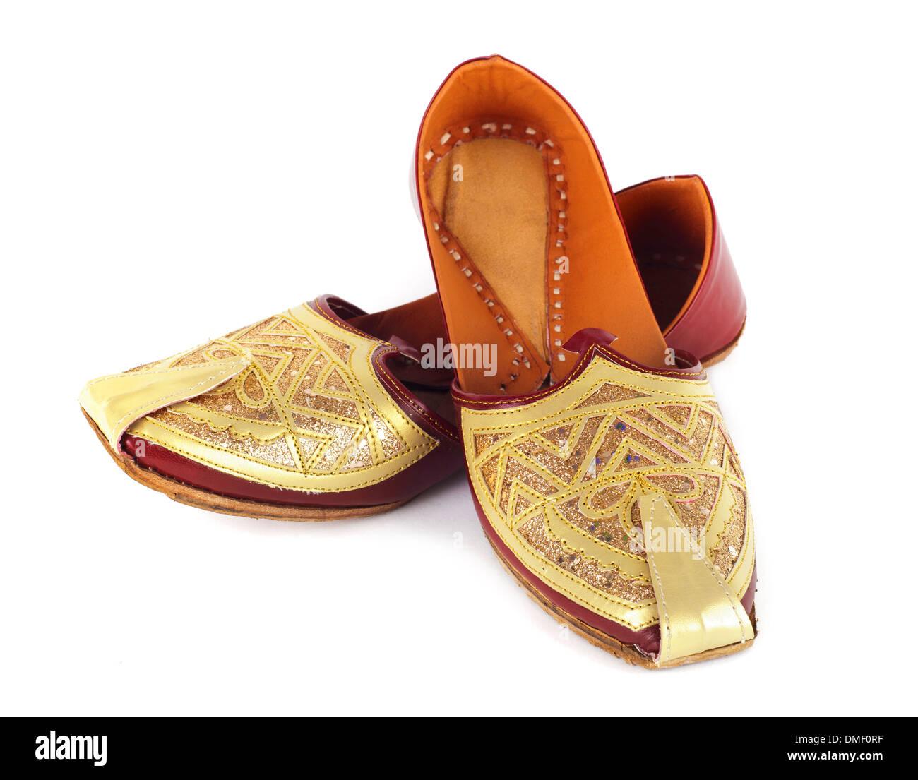 11bb9d5dfd16 Traditionelle indische Schuhe auf weißem Hintergrund Stockbild