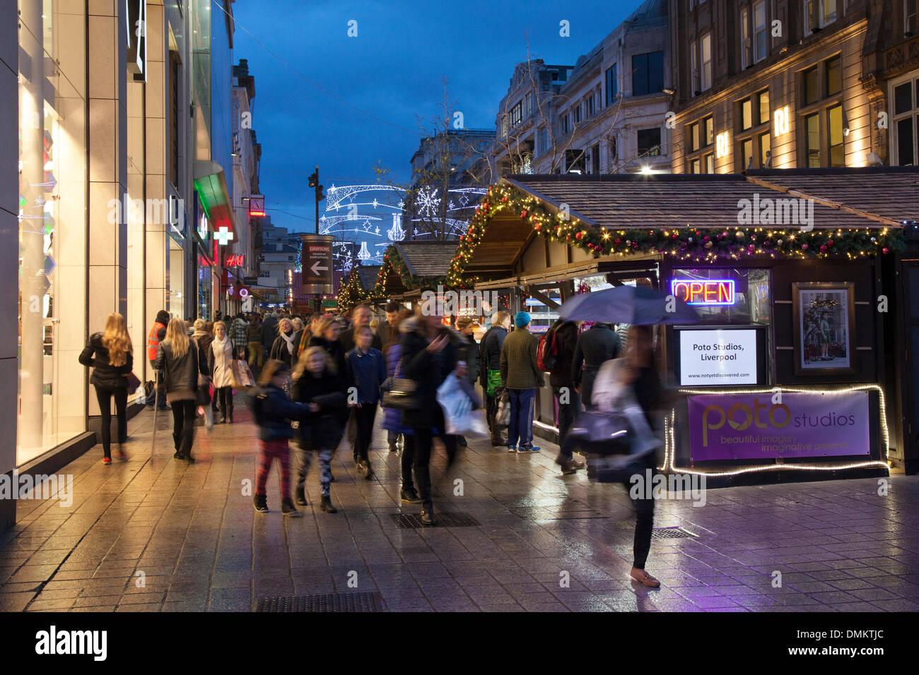 Liverpool One, Merseyside, UK 15. Dezember 2013. Church Street, wo ...