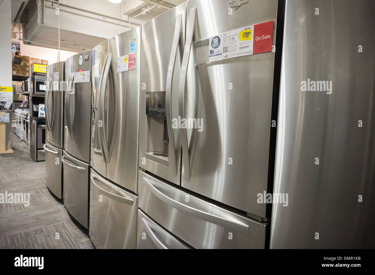 Steel Refrigerators Stockfotos & Steel Refrigerators Bilder - Alamy