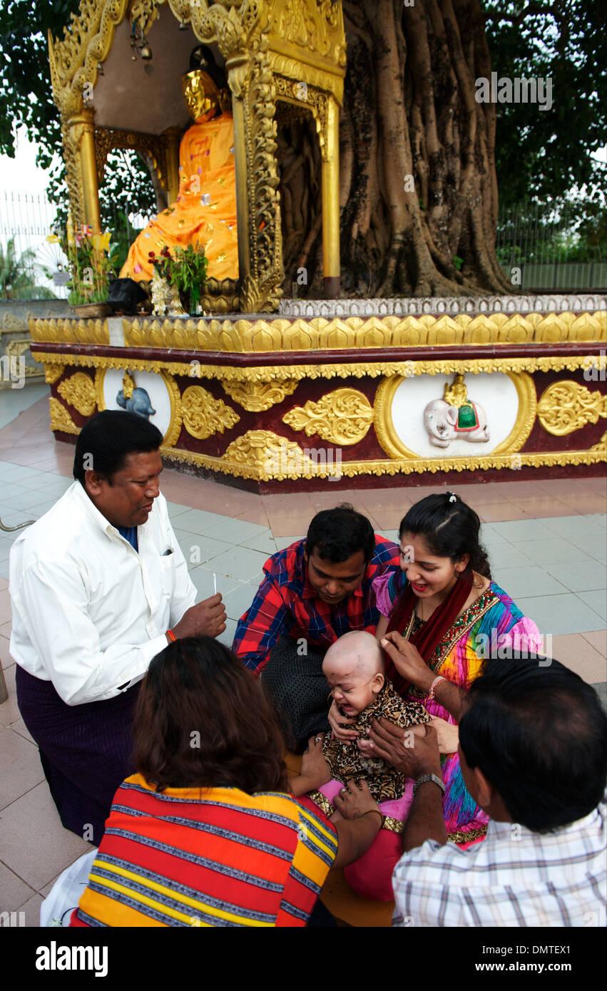 Shwedagon Pagode Dies Ist Mit 112m Burmas Größte Und Heiligste