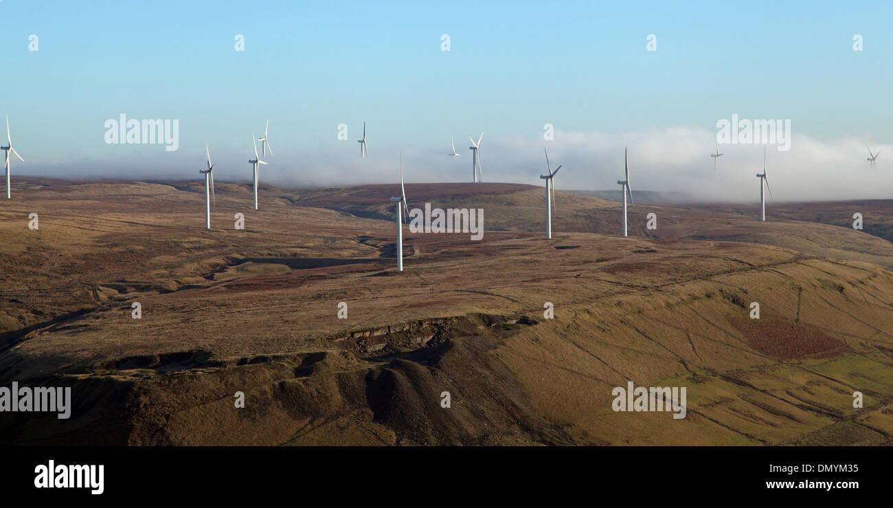 Luftaufnahme von Windkraftanlagen auf der Pennine hills Stockbild