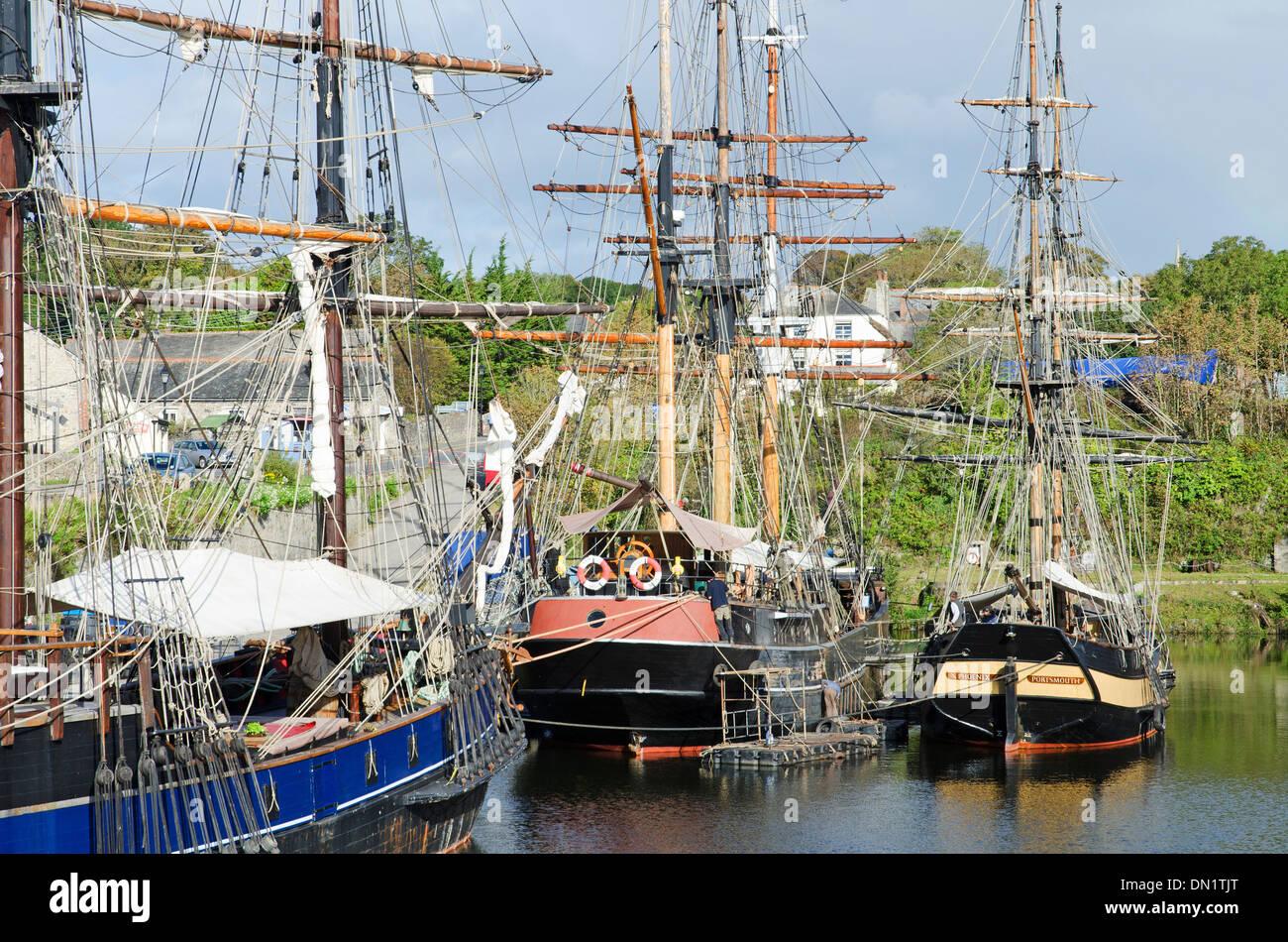 Großsegler im historischen Hafen von Charlestown, Cornwall, UK Stockbild