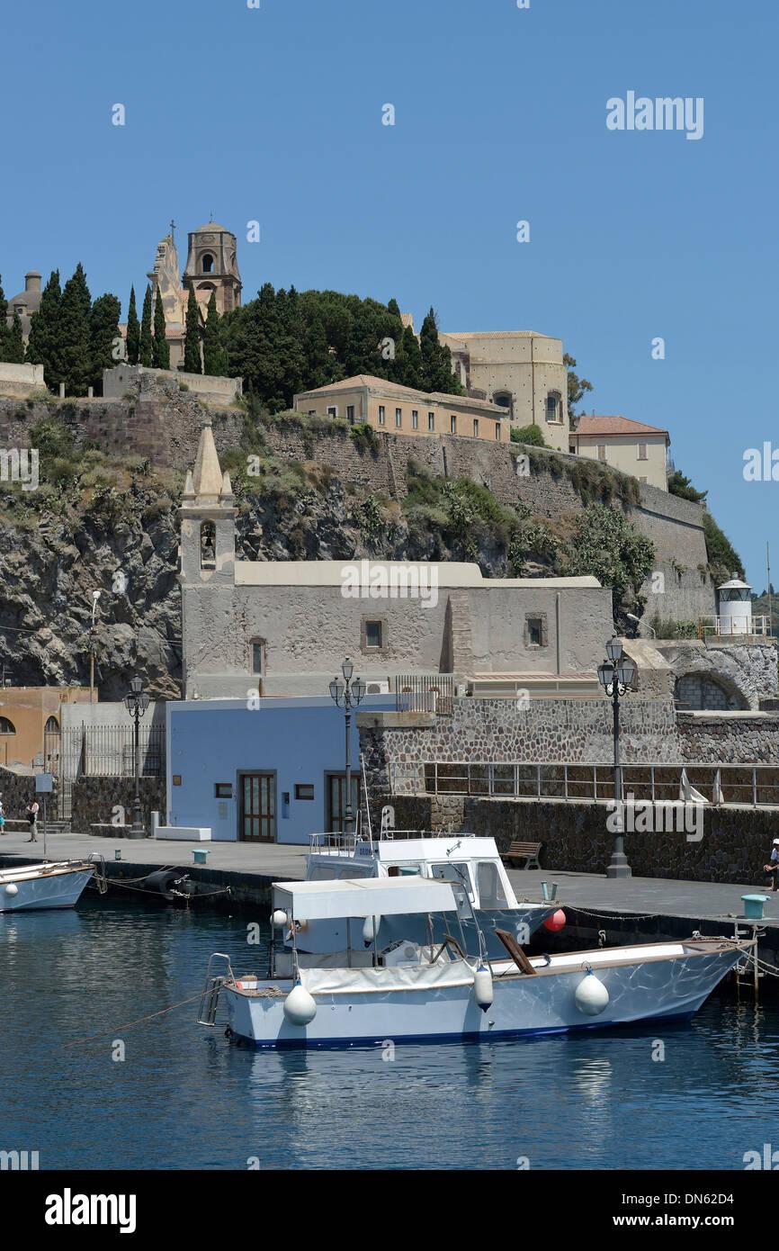 Hafen von Lipari Stadt, Insel Lipari, UNESCO Weltkulturerbe