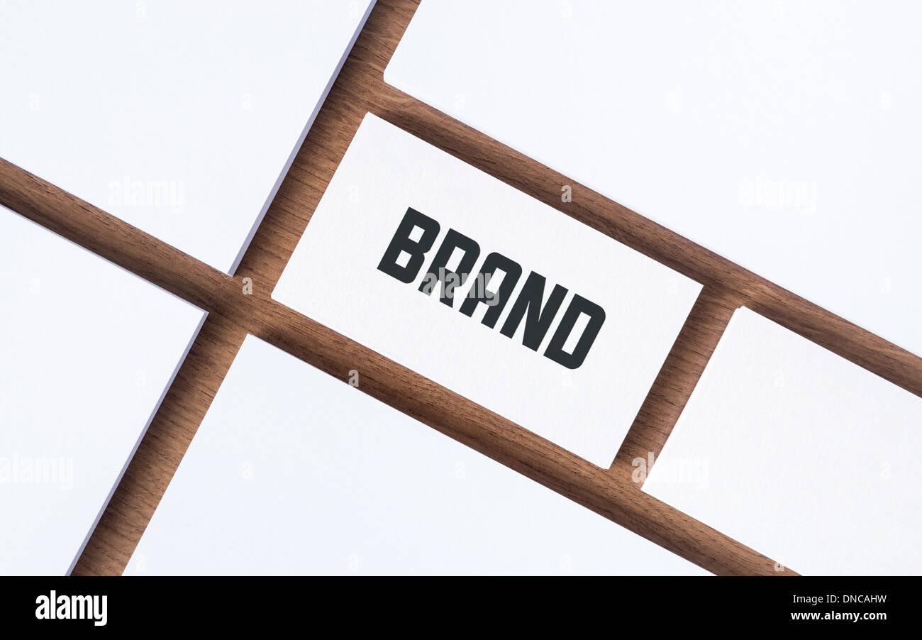 Visitenkarte mit Marke Wort und mit leeren Papiere für Firmenpräsentation oder branding-Identity-Konzept. Stockbild