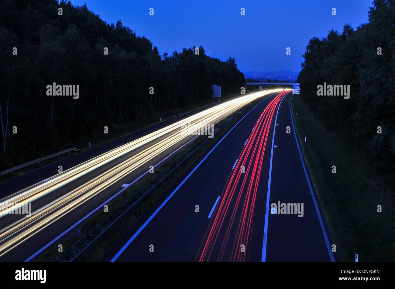A7, Muehlkreisautobahn, Bei Linz, werden, Lichtspuren, Autos, Grund, Blaue Stunde. Stockbild