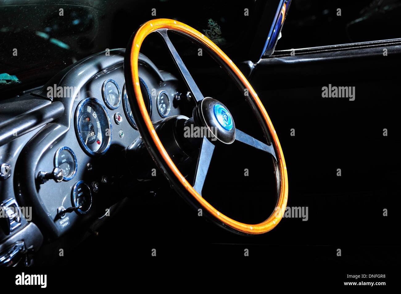 Lenkrad-Aston Martin Oldtimer Stockbild