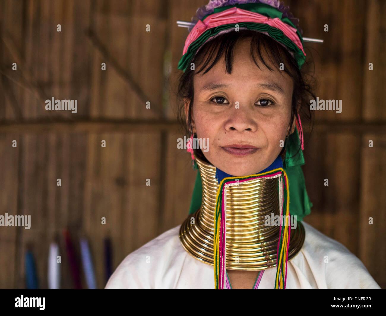 Karen Langhals Frau Hill Tribe Dorf in der Nähe von Chiang Mai, Thailand. Stockfoto