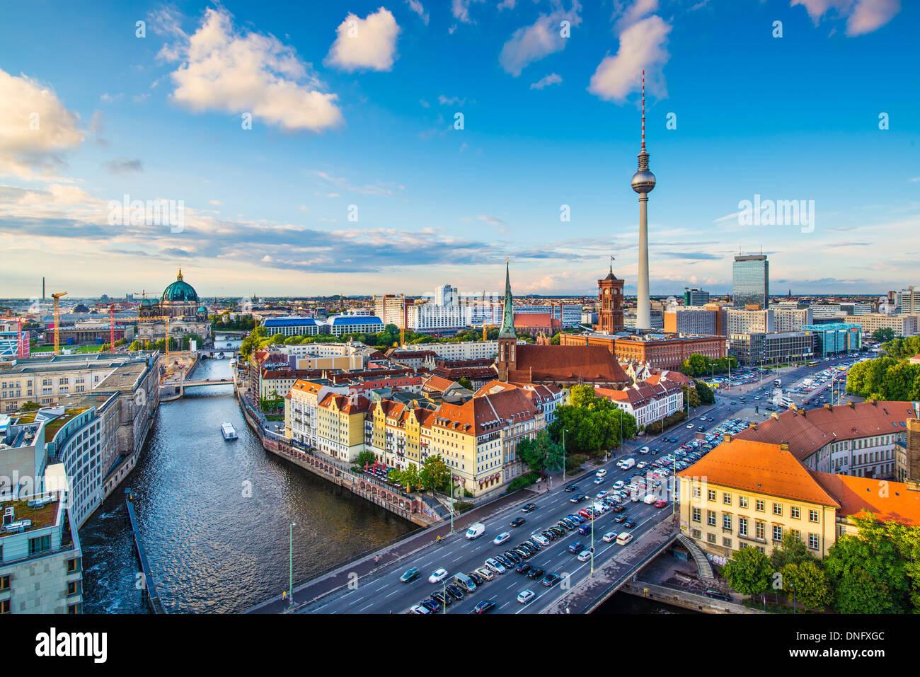 Berlin, Deutschland-Skyline über die Spree. Stockbild