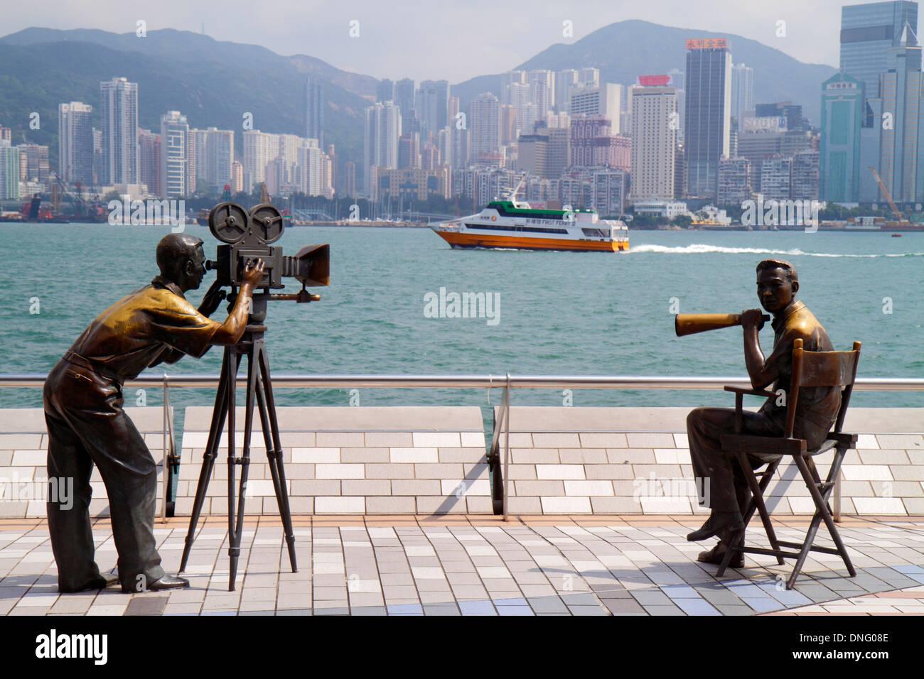 Hong Kong China Kowloon Tsim Sha Tsui Avenue der Stars Victoria Hafen Hafen Promenade bronze Statuen Film dire Stockfoto